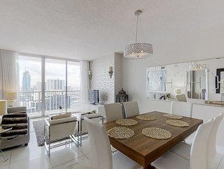 Comfortable condo w/ balcony views of city & bay