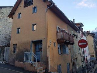 charmante maison de village, centre Barcelonette 6a8 personnes
