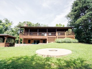 5BR Lodge with a large covered porch and a great view
