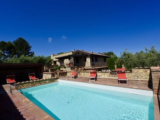 gepflegte Villa mit Meerblick & Privatpool, Meernah, WLAN, Garten und Terrassen
