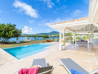 Céladon villa de standing avec piscine, ponton, vue mer