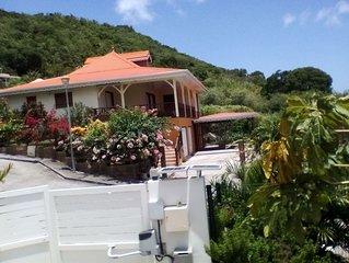 Maison traditionnelle créole neuve avec vue imprenable sur baie