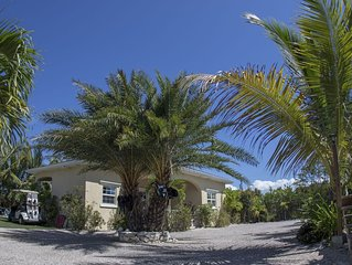 Sun Villa, 600 meters to Long Bay Kite Beach, pool, golf cart, sleep 7