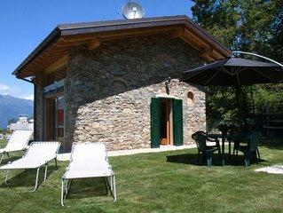 Stilvoll eingerichtete 3½-Zimmer-Haus in einer Residenz mit Pool und Traumseesic