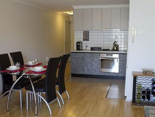 City Edge Apartment, Spacious Terrace, Views to Melbourne City