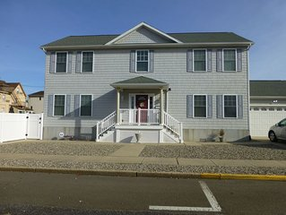 Great location & close to beach!  Modern, Spacious 5 bdrm/3 bth for big families