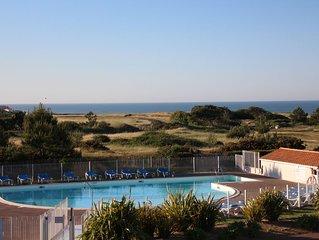 T2  avec belle vue mer,  piscine , au calme dans residence de standing fermee