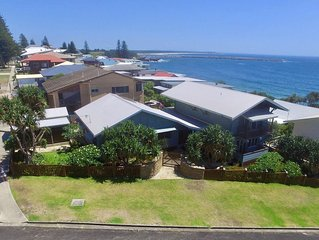 Allawah Cottage at Yamba opposite Lovers Point, Convent & Pippi Beach Yamba
