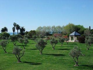 2 bedroom, Overlooking Parc Exflora + Sea views. Pool+Beach 200m + Parking + A/C