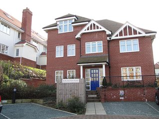 Lovely ground floor apartment, close to beach , with parking and communal garden