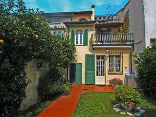 Elegante terratetto con giardino e garage in centro a Viareggio, a 500 m. dalle