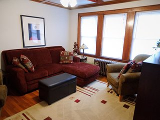 MUST-SEE, Charming, Comfy, Roomy Loft, Minutes to Subway