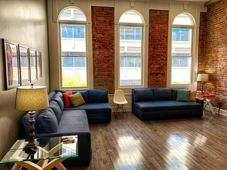 Downtown Nashville Loft WINTER SALE! Walk to Honky Tonks! Bettye B, Sleeps 10 Mu