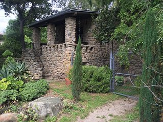 Ojai Garden Cottage - Classic, peaceful - yet in town - walk everywhere!