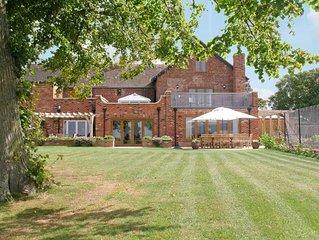 8 bedroom accommodation in Cheltenham