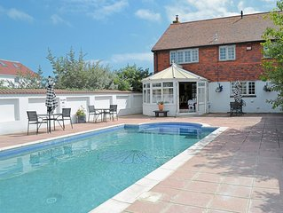6 bedroom accommodation in Hayling Island