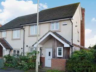 2 bedroom accommodation in Lymington