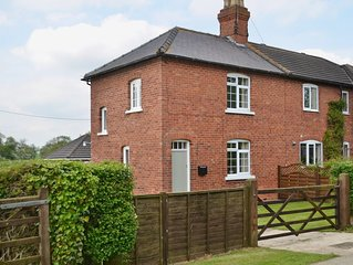2 bedroom accommodation in Middle Rasen, near Market Rasen