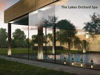 Larchwood Lodge 4 bed/4bath sleeps 8 +3 kids south west lakeside house,  spa