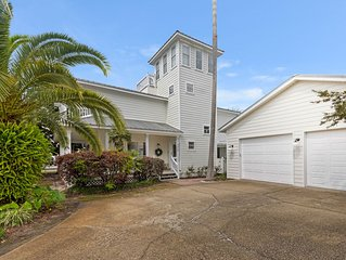 Gorgeous! Gulf View! Steps to Beach! Cross the street to pool!
