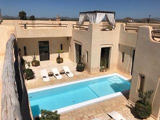 Splendide Villa de Luxe avec piscine centrale , à 15 minutes de Marrakech - DAR