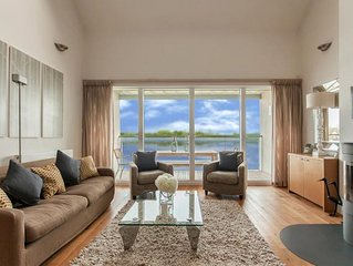 4 bed lakeside house/3 bathrooms, sleeps 8+1 child on z bed, pools/restaurant