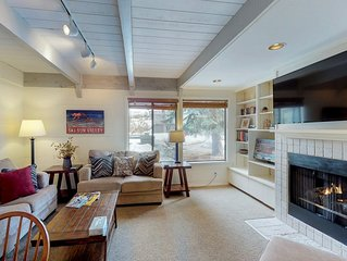 Bright, three level condo w/ shared pool, hot tub, & tennis