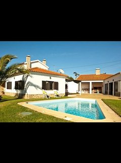 Large Villa With Large Garden, Bbq Area, Pool And Annex Fully Detached