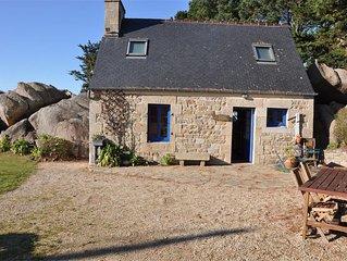 Maison bretonne 50m plage avec jardin et WIFI à TREGASTEL