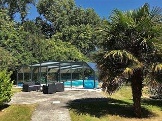 Villa de plain-pied avec WIFI, piscine privee sous abris haut a PLEUMEUR-BODOU