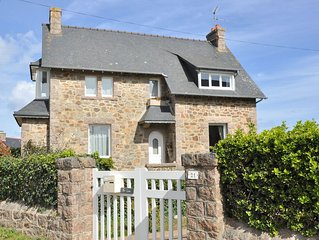 Maison bretonne a 200m de la mer a proximite de l'Ile Renote a Tregastel