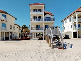 FREE BEACH GEAR! Beachfront East End, Hot Tub, Elevator, Fireplace, Private Boar