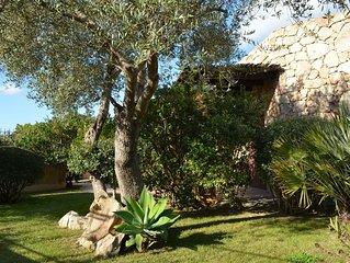 Villetta con giardino e parcheggio privato a 200 mt dalla spiaggia.