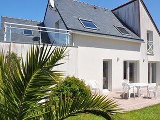 Belle villa 3 étoiles avec terrasse ensoleillée et protégée à TREGASTEL