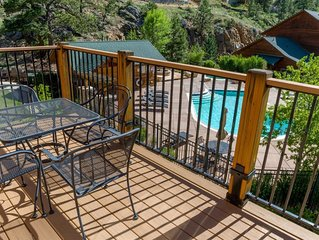 Poolside Resort Condo with Mountainside Views. 5 Min Walk to Downtown Shopping &