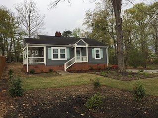 Cute1100sf fully renovated bungalow 2 miles from downtown Greenville