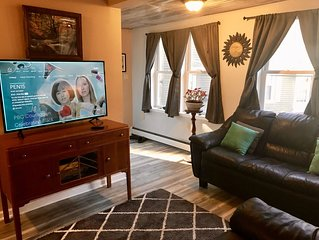 Spacious & equipped 1 bedroom in historical Carriage House + Deck  & BBQ and W/D