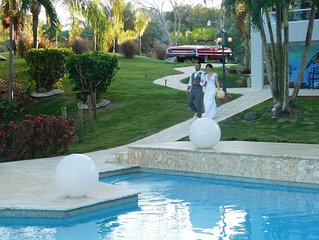 Vacation & Event Villa, sleeps 50+ wedding venue, big party vacation