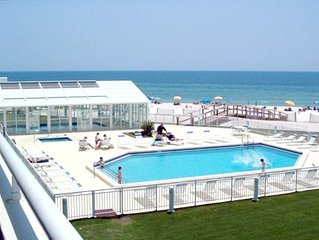 Great Rates For Summer 3BR/3B, Beach Front, 2nd Flr, View of Pools/Gulf