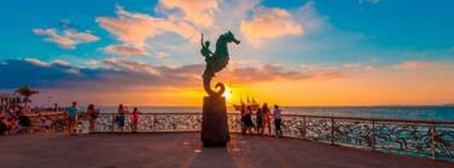 Malecon and the famous Seahorse statue