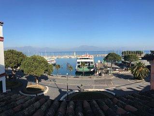 Trilocale in pieno centro con balcone e vista lago per 4 persone