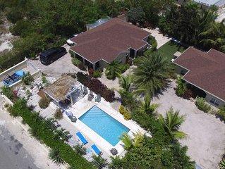 Sea Villa, 600 meters to Long Bay Kite Beach, pool, golf cart, sleep 4