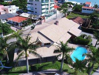 Aluguel temporada Bombinhas com 7 suítes, piscina, wifi, sinuca e churrasqueira