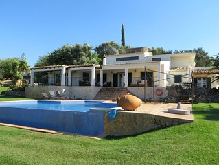 Luxury Algarve villa near Alvor and beach, infinity pool, mountain views