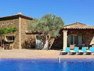 Villa Joya: A Stunning, elegant villa in private grounds with heated pool
