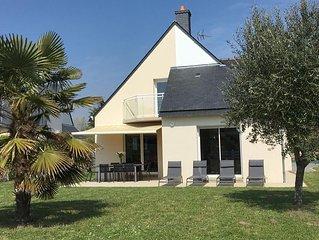 Agréable maison  130m²  4 chambres , jardin , plage à pied, sentier de randonnée