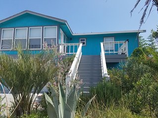 Beautiful Cozy Beach Cottage, 1 block to beach, tropical landscaping