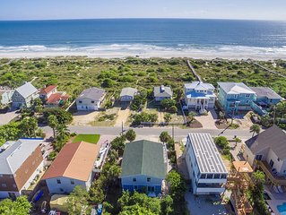Amazing Ocean Views, 5 Bedrooms, 3 Bathroom, 2 Kitchens and 2 Livingroom.