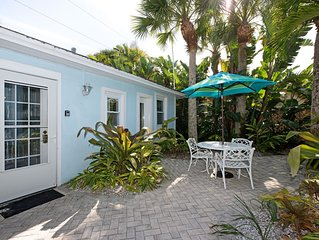 THE COTTAGE - 32 Steps to the Beach - Sleeps 2
