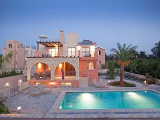 Exclusive Private Sandy Beach - 4 Bed Villa - Private Pool - Hot Tub -Games Room